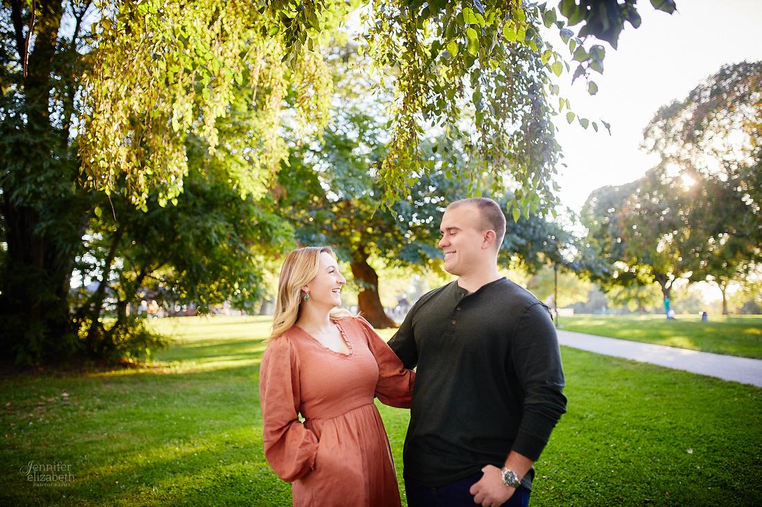 Savannah & Nick: Engagement Session at Lakewood Park