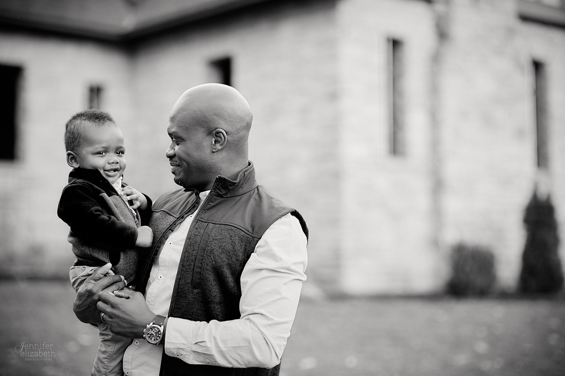 The R Family: Portrait Session at Squire's Castle in Willoughby Hills