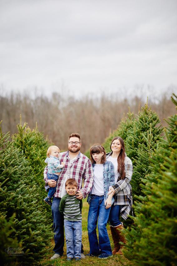Christmas Mini Sessions at Sugar Pines Farm in Chesterland, Ohio