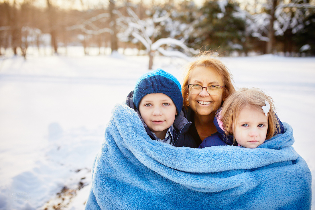The T Family: Winter Portrait Session in Mantua, Ohio