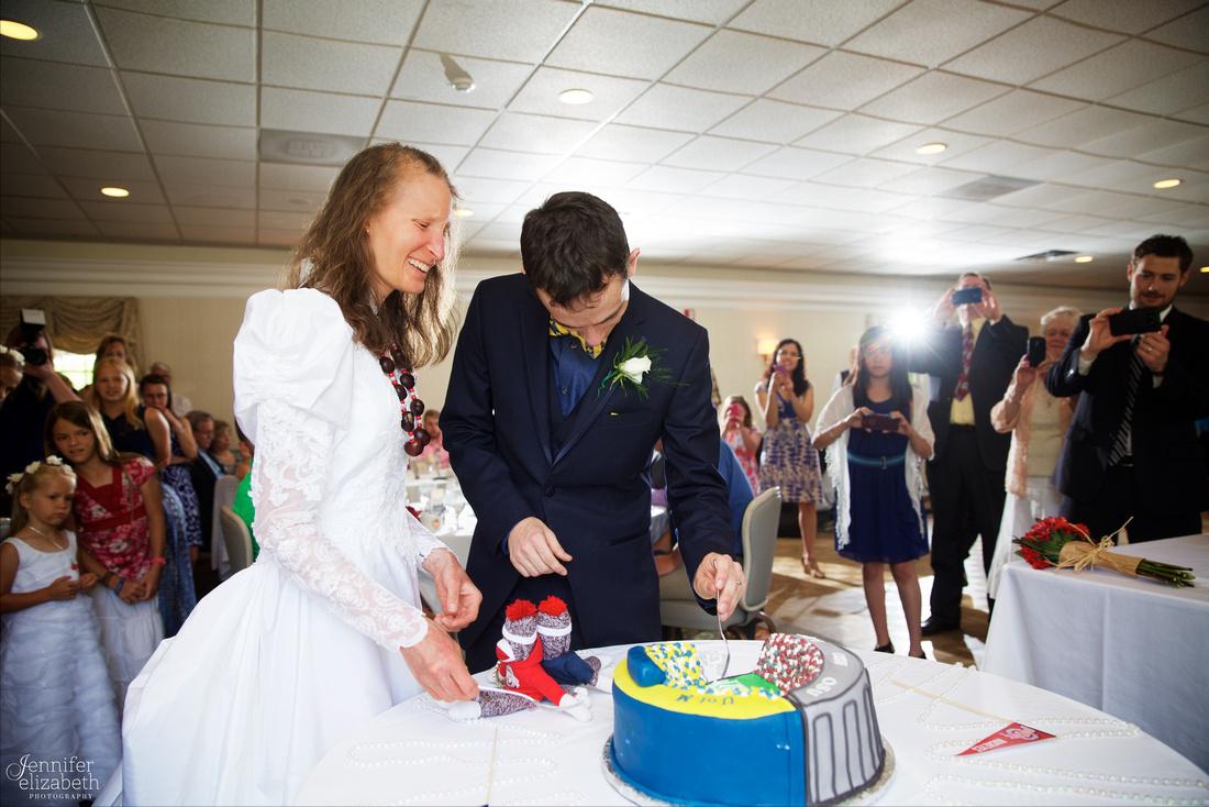 Bethany & Brett: Summer Cleveland Wedding in Bainbridge, Ohio
