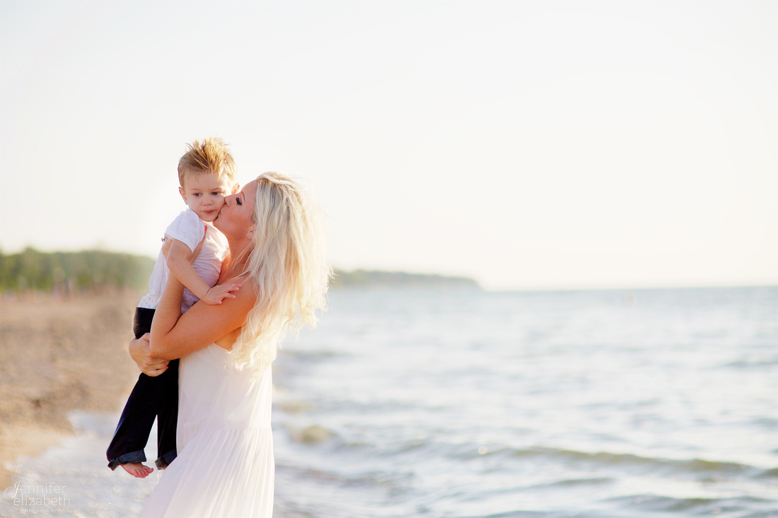 The R Family's Portrait Session at Mentor Headlands Beach Park