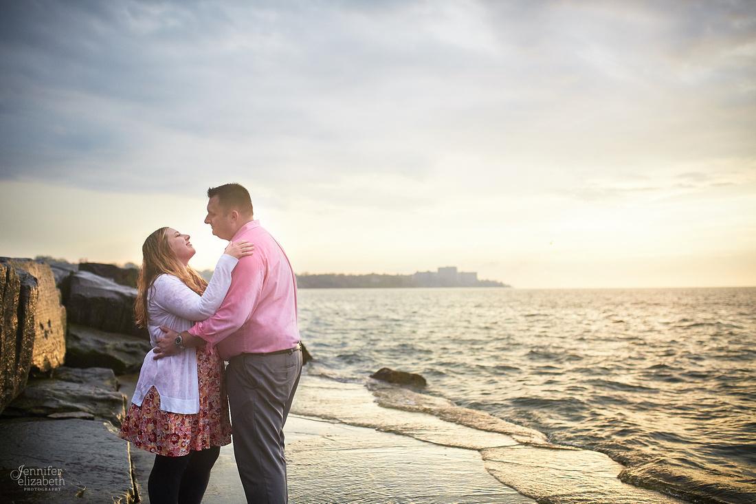 Kaitlin & Derek: Engagement Session at Edgewater Park