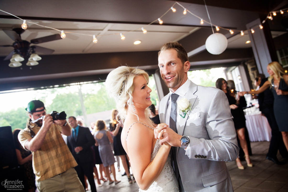 Lindsey & Rich: Summer Wedding at the Mayfield Sand Ridge Club in Cleveland
