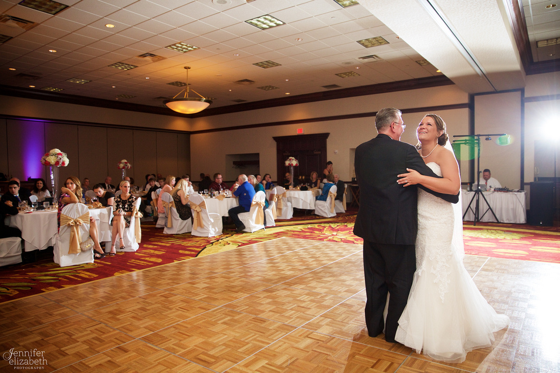 Amanda & Mike: Cleveland, Ohio Wedding